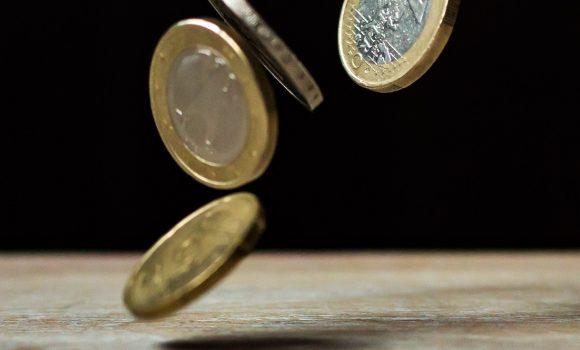 Ölpreise im Spannungsfeld zischen Angebotsknappheit und schwachem Wirtschaftswachstum