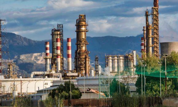 Raffineriebrand in den USA und Lage im Nahen Osten sorgen für hohe Ölpreise