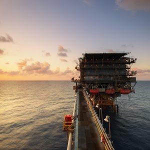 Schwache Ölnachfrage – weiter angespannte Lage in der Straße von Hormus