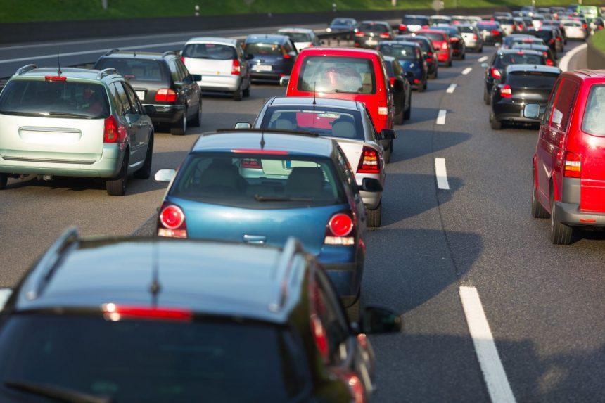m Süden weiter viele Urlauber unterwegs – Baustellen und Berufsverkehr belasten die Straßen – Stauprognose für 3. bis 5. September